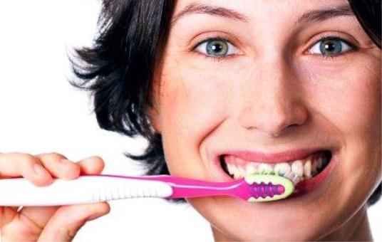 614509 A higiene bucal ajuda a prevenir a boqueira. Foto divulgação Tratamento caseiro para boqueira