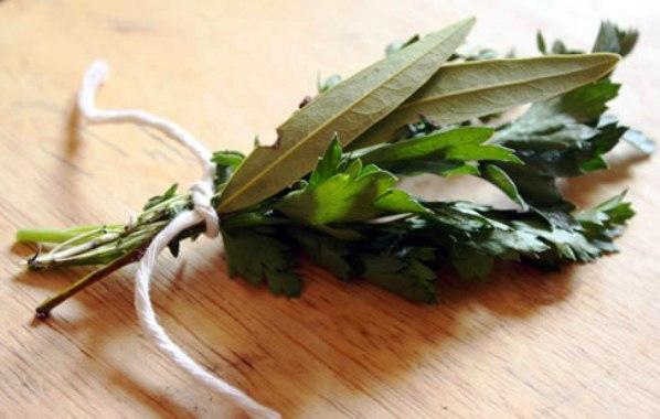 615075 A infusão de alecrim pimenta ajuda no tratamento da impinge. Foto divulgação Tratamento caseiro para Impinge