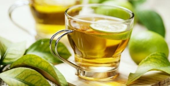 615112 O chá de folha de mandioca ajuda a tratar a micose. Foto divulgação Tratamento caseiro para Micose