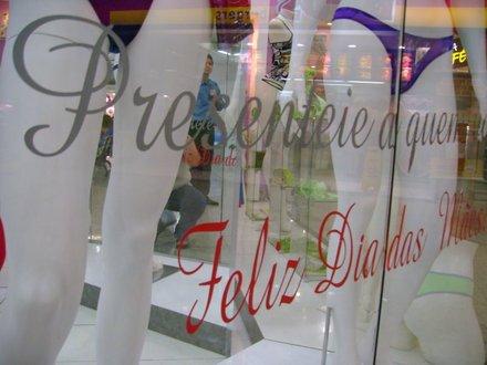 615513 Frases para vitrines de lojas Dia das Mães 02 Frases para vitrines de lojas Dia das Mães