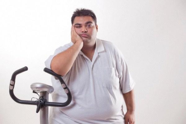 618143 Deixar de praticar atividade física resulta numa série de problemas para a saúde. Sedentarismo: consequências, quais são