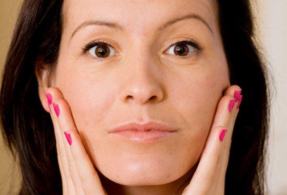 618521 O bigode chinês é um problema temido pelas mulheres. Dicas para acabar com o bigode chinês