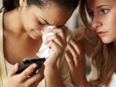 620216 Procure ajuda dos amigos e enfrente o que aconteceu. Foto divulgação Como superar o fim do namoro?