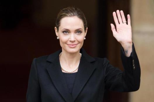 621308 Angelina Jolie faz cirurgia e retira os dois seios 1 Angelina Jolie faz cirurgia e retira os dois seios