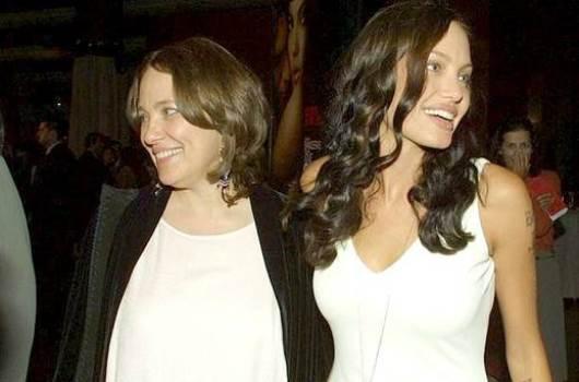 621308 Angelina Jolie faz cirurgia e retira os dois seios 2 Angelina Jolie faz cirurgia e retira os dois seios