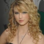 621577 Os cabelos cacheados podem ser usados soltos. Foto divulgação 150x150 Penteados para festa cabelos cacheados