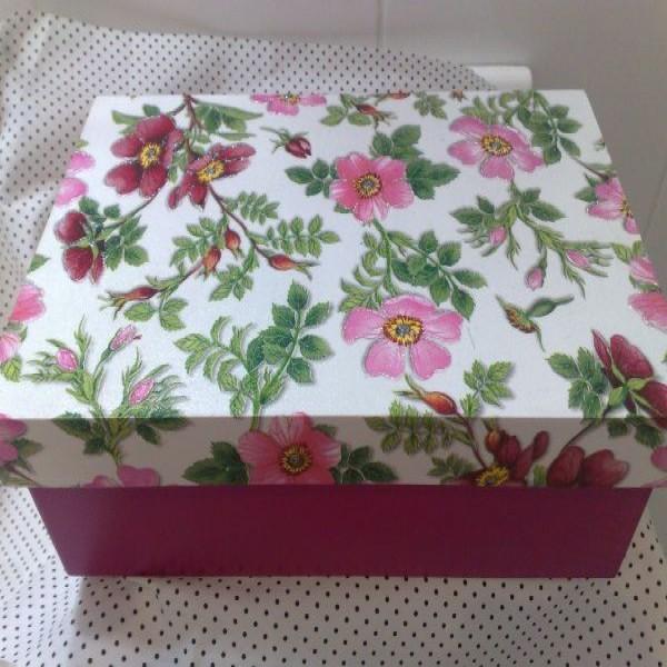 622586 como fazer caixa para maquiagem passo a passo 04 600x600 Como fazer caixa para maquiagem: Passo a passo