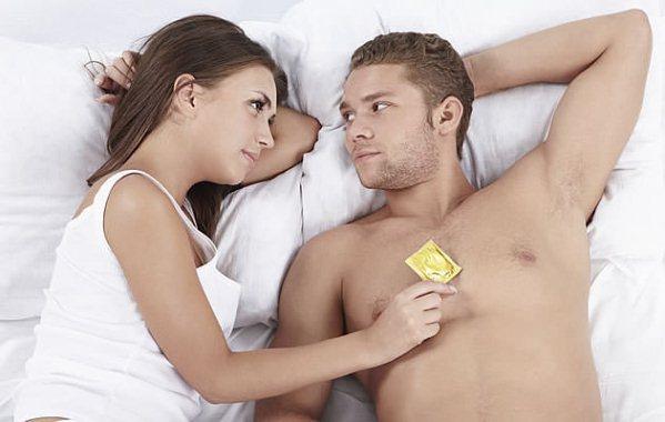 629681 O uso de preservativo pode ajudar a tornar o sexo oral seguro. Foto divulgação Como tornar o sexo oral seguro