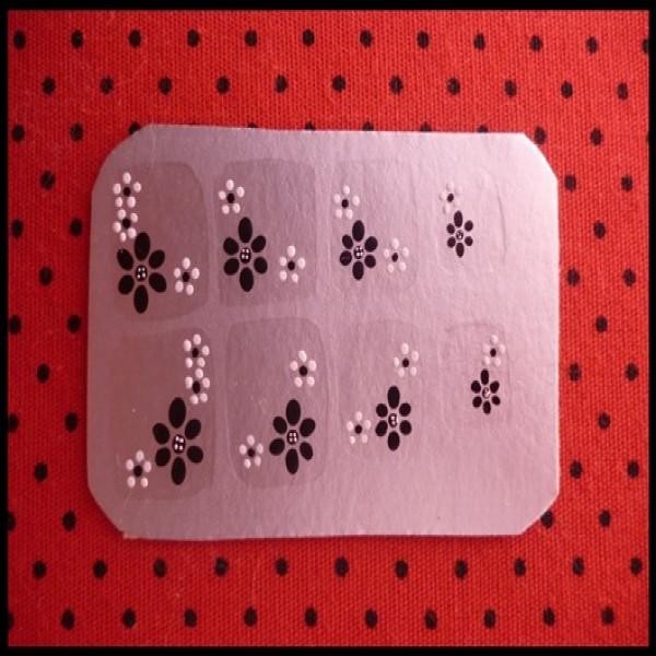629902 Adesivos de unha como fazer.2 600x600 Adesivos de unhas, como fazer