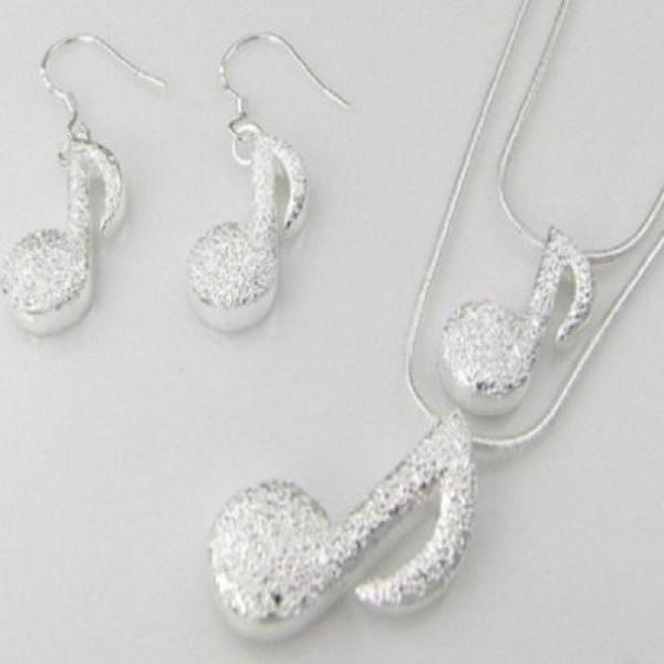 630178 Corrente prata feminina como usar.2 600x600 Corrente pratas femininas: dicas para usar