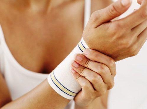631206 A síndrome do túnel do carpo provoca dor e dormência nas mãos e punhos. Foto divulgação Túnel do carpo: sintomas, causas, tratamento