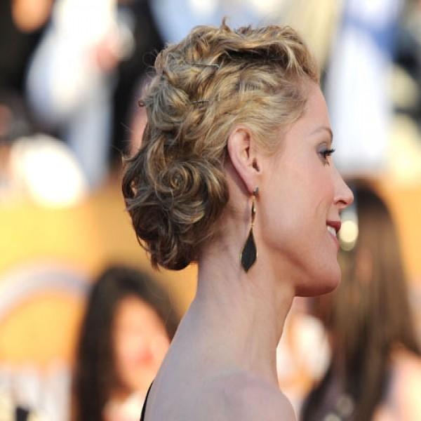 633041 Penteados para cabelos cacheados e curtos.3 600x600 Penteados para cabelos cacheados e curtos