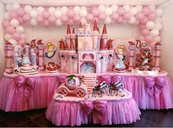 633992 Decoração de festa de aniversário com tema Cinderela Decoração de festa de aniversário com tema Cinderela