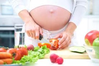 634076 Através da alimentação a gestante consegue combater a produção de gases. Foto divulgação  Gases na gravidez: como aliviar