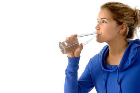 634076 beber agua1  Gases na gravidez: como aliviar