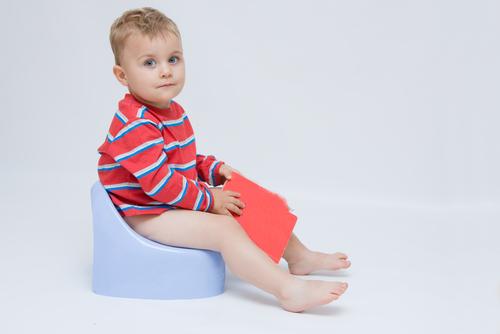 634781 As criança só devem abandonar a fralda quando estiverem preparadas. Criança com prisão de ventre: como tratar