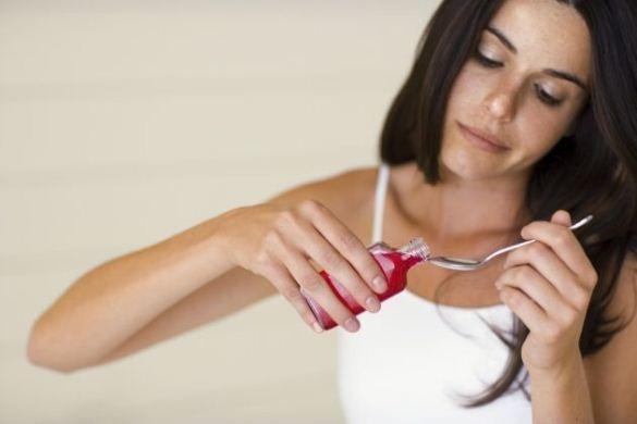 637334 Os xaropes para tosse devem ser tomados corretamente. Foto divulgação Xarope para tosse: o jeito certo de tomar