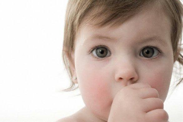 639903 O hábito de chupar o dedo é muito comum na infância. Foto diivulgação Como fazer a criança parar de chupar dedo