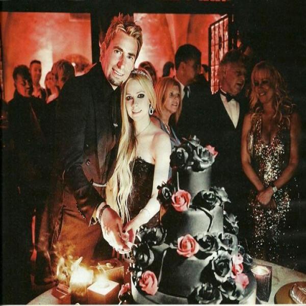 640475 Vestido de casamento da Avril Lavigne.3 600x600 Vestido de casamento da Avril Lavigne: fotos