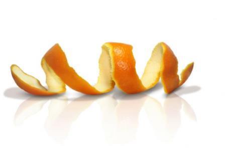 643193 A casca de laranja ajuda a clarear os dentes. Foto divulgação Receitas caseiras para clarear os dentes