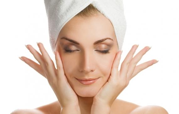 643398 O Vitanol funciona como um peeling que mantém a pele jovem e bela. Vitanol A: o que é, para que serve