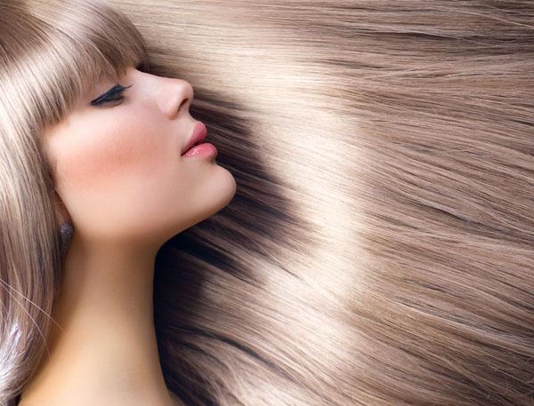 644464 Seguindo algumas dicas é possível ter madeixas cuidadas e cheias de vida. Lavar os cabelos todos os dias faz mal?