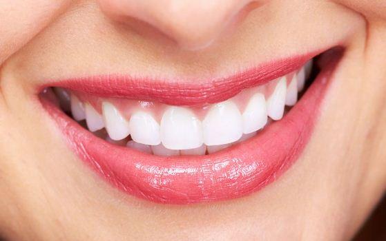 644914 Manter a boa saúde bucal é a melhor forma de garantir um belo sorriso. Alimentos que fazem bem para saúde bucal