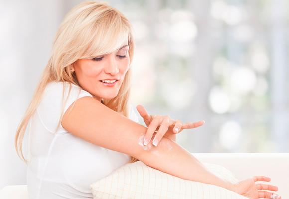 645309 cuidados cotovelo pele Óleo de rosa mosqueta: benefícios