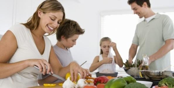 645727 Cozinhar em casa pode ser uma tarefa divertida. Como fazer Yakisoba: passo a passo