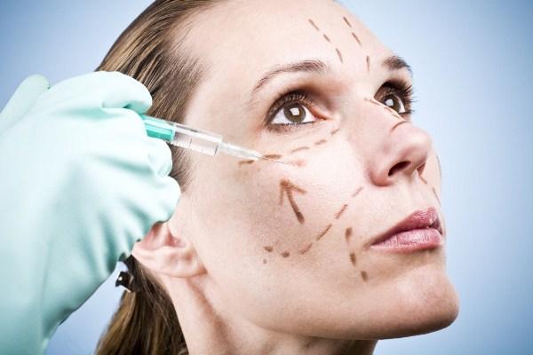 A técnica também pode ser usada para melhorar a simetria facial. (Foto: divulgação)
