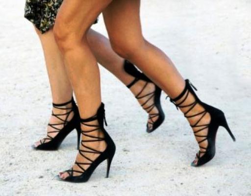 651917 Abuse dos saltos. Foto divulgação Sandálias de tiras: modelos, como usar, fotos