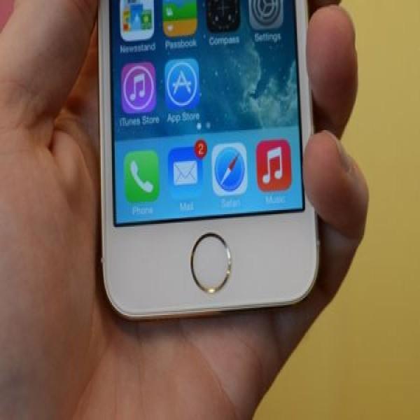 654880 iphone 5s e iphone 5c comparacao 1 600x600 Iphone 5S e 5C: comparação