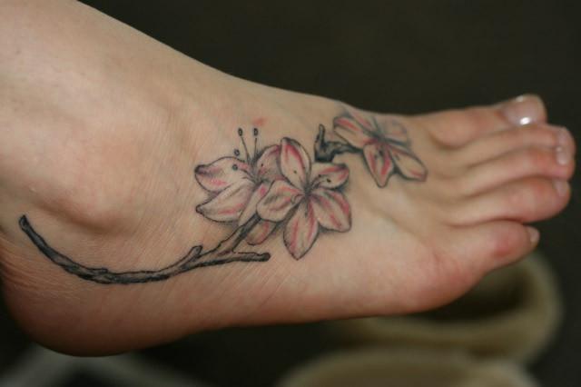 65566 tatuagem feminina no pé 1 Tatuagens Femininas Delicadas No Pé