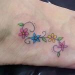 65566 tatuagens femininas delicadas no pe flores 1 150x150 Tatuagens Femininas Delicadas No Pé