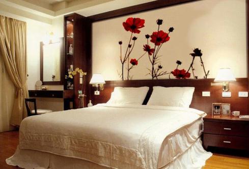 656574 A aplicação de adesivos em paredes é prática e barata. Ideias baratas para decorar a casa: dicas