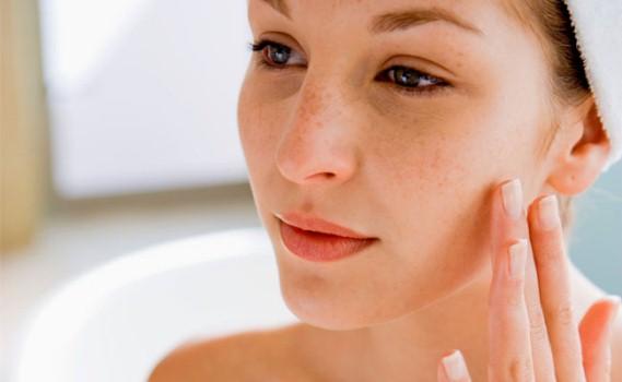 657412 Manter a pele uniforme e saudável não é uma tarefa simples. Milium na pele: como tratar