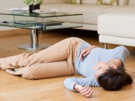 657950 O desmaio é um dos principais sintomas da síndorme vaso vagal. Foto divulgação Síndrome do vaso vagal: o que é, como tratar