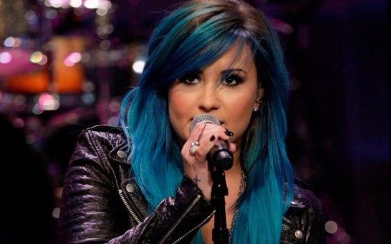 662288 Como deixar o cabelo azul igual ao de Demi Lovato Como deixar o cabelo azul igual ao de Demi Lovato?