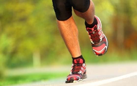 663110 Os exercícios físicos ajudam a aliviar o inchaço dos membros. Foto divulgação Por que os pés incham no calor
