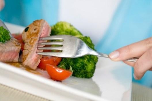 663181 Carne magra e legumes podem ser consumidos sem grandes problemas. O que comer na diabetes gestacional