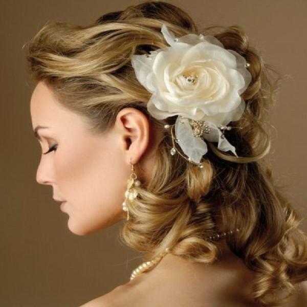 664472 Penteados simples e fáceis para noivas dicas fotos.1 600x600 Penteados simples e fáceis para noivas: dicas, fotos