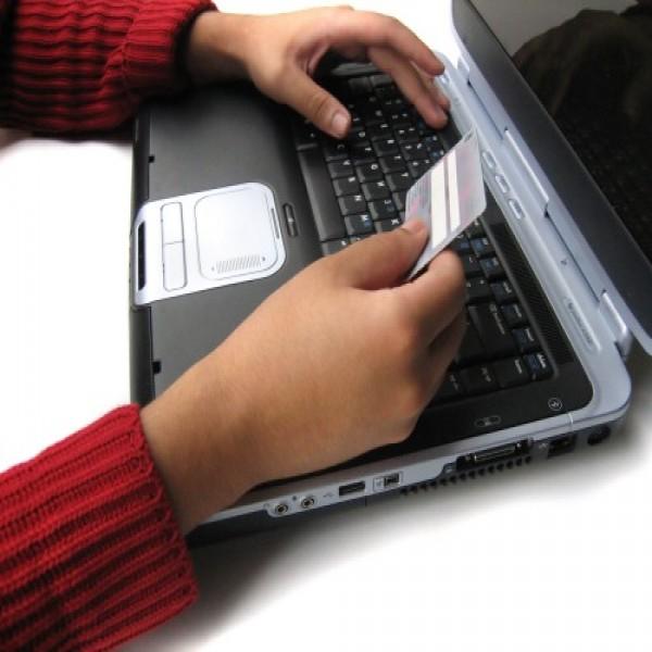 664887 Como evitar golpes no cartão de crédito.3 600x600 Como evitar golpes no cartão de crédito