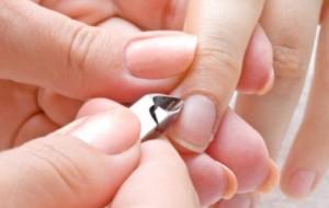 Hábitos que enfraquecem as unhas