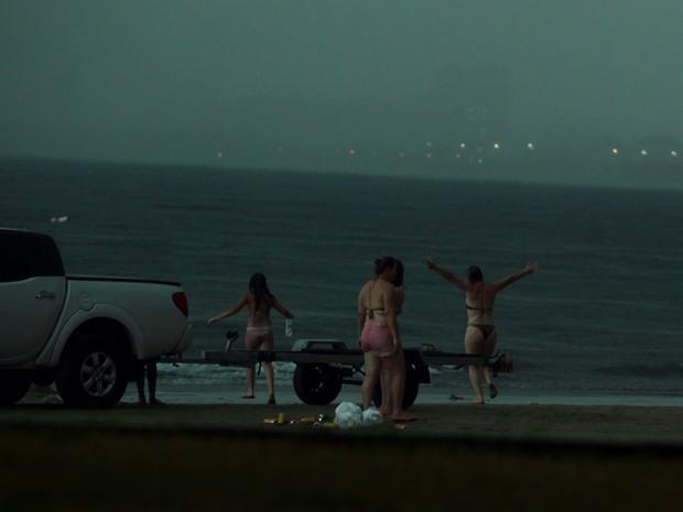 670830 Fotos do momento em que mulher é atingida por raio no Guarujá são divulgadas1 Fotos do momento em que mulher é atingida por raio no Guarujá são divulgadas