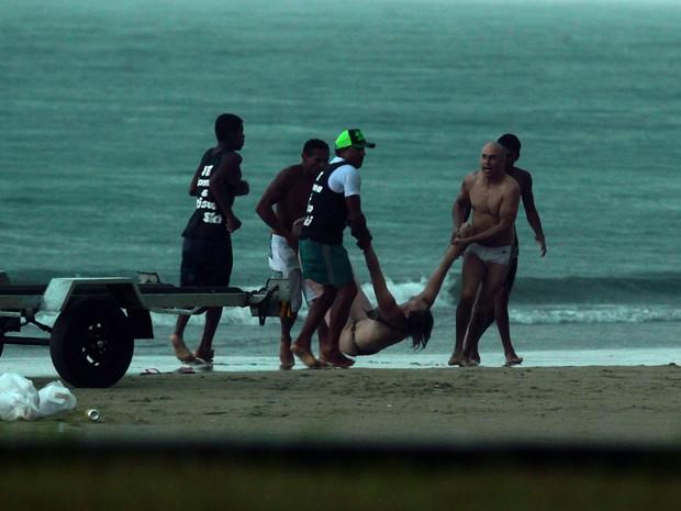 670830 Fotos do momento em que mulher é atingida por raio no Guarujá são divulgadas3 Fotos do momento em que mulher é atingida por raio no Guarujá são divulgadas