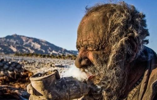 670885 Homem que não toma banho há 60 anos procura um amor2 Homem que não toma banho há 60 anos procura um amor