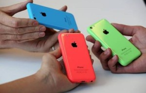 Apple lança iPhone 5C mais barato