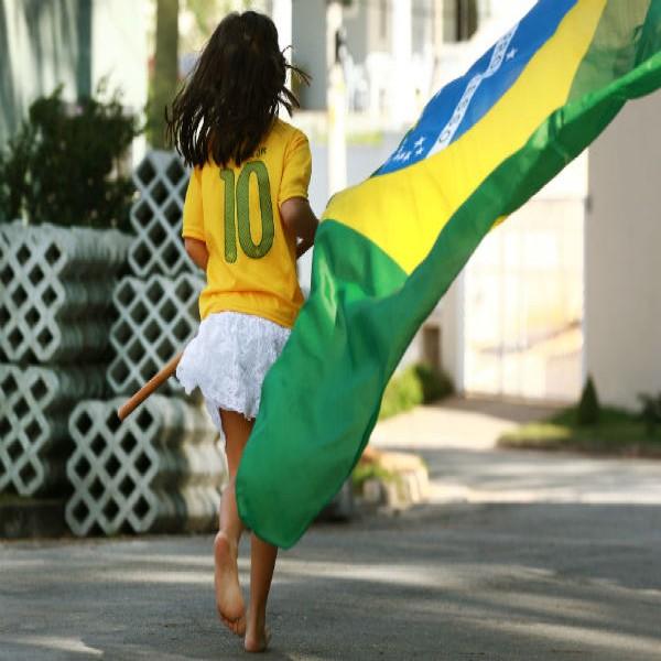 67600 bandeira do brasil criança 600x600 Bandeira Do Brasil   Onde Comprar