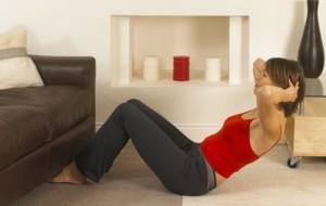 5 exercícios para perder a barriga em casa