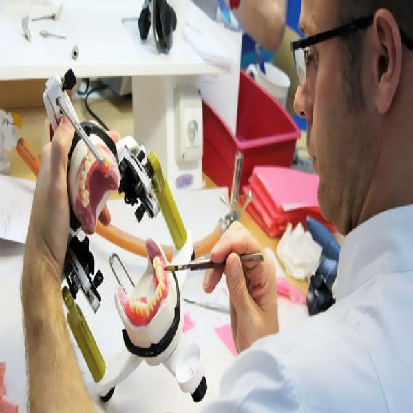 68193 Protese Dentaria 600x600 Prótese Dentária   Preços, Fixas, Flexível, Silicone, Porcelana